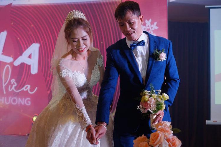 Hiệp và vợ về sống cùng nhau năm 2016, nhưng đến năm 2019 mới được Trung tâm Hỗ trợ sáng kiến phát triển cộng đồng, thuộc Liên hiệp các Hội Khoa học và Kỹ thuật Việt Nam (SCDI) đứng ra tổ chức đám cưới. Ảnh: Nhân vật cung cấp.