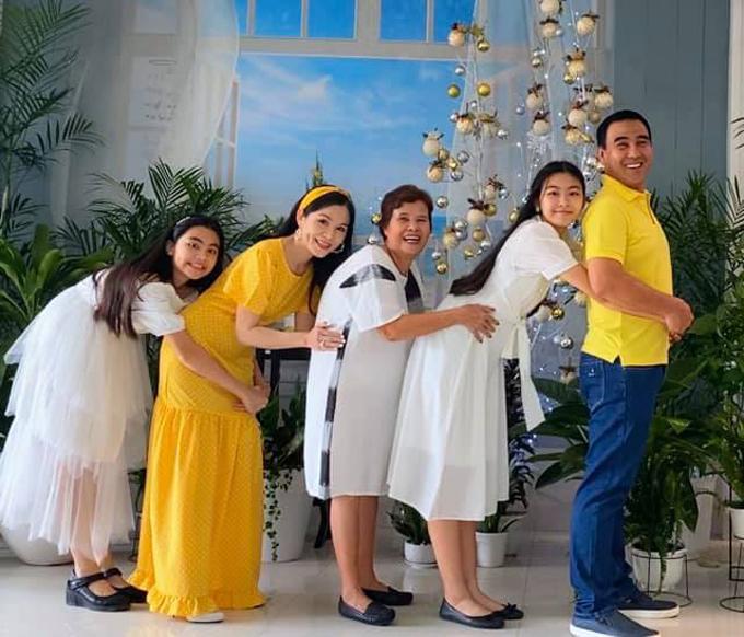 Hướng dẫn ômtừ gia đình Quyền Linh.
