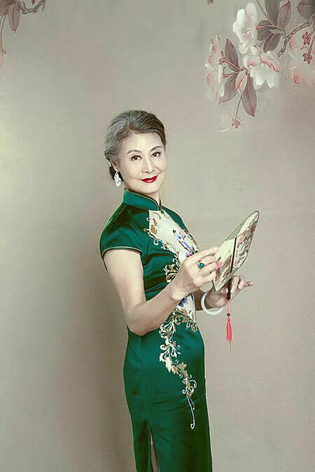 Bà Huang theo đuổi sự thanh lịch bất kể tuổi tác. Ảnh: Sohu.