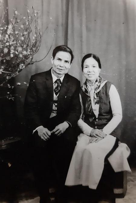 Vợ chồng cụ Nguyễn Thị Tề và chồng trong Tết truyền thống cách đây hơn 4 thập kỷ. Ảnh: Gia đình cung cấp.