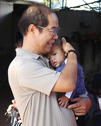 Bé Đinh Đức Độ. 5 tháng tuổi. Khi mới đẻ, bé bị bỏ rơi ở cổng nhà thờ xã Ia Hlop. Ảnh: Phan Diệp.