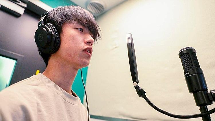Trong một buồng karaoke dành cho một người ở Tokyo. Ảnh: BBC.