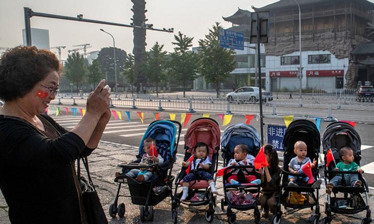 Tỷ lệ sinh tại Trung Quốc giảm mạnh nhất trong 60 năm trở lại đây. Ảnh: NYtimes.