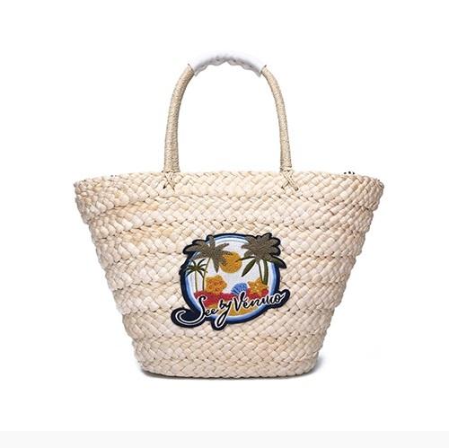 Túi cói SBV Venuco Madrid được thiết kế tại Tây Ban Nha, có tông trắng, họa tiết cây dừa và thích hợp mang đi biển. Nên chọn váy voan họa tiết, đầm dài đến mắt cá và váy cúp ngực khi mang mẫu túi này. Sản phẩm giảm 35% trên Shop VnExpress, còn798.850đồng (giá gốc 1,229 đồng).