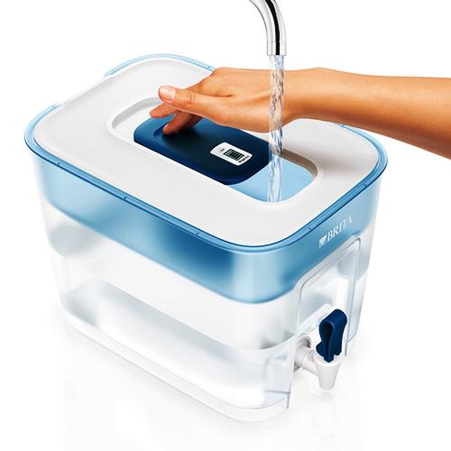 Bình lọc nước Flow Basic Blue 8 xuất xứ từ Đức, màu sắc trang nhã. Bình không dùng điện, có khả năng lọc nhanh. Vỏ bình từ nhựa cao cấp, sau khi lọc bình chứa 5,2 lít, công suất lõi lọc 150 lít, nên thay lõi lọc sau 4 tuần sử dụng. Sản phẩm giảm đến 38%, còn 1,209 triệu đồng (giá gốc 1,949 triệu).