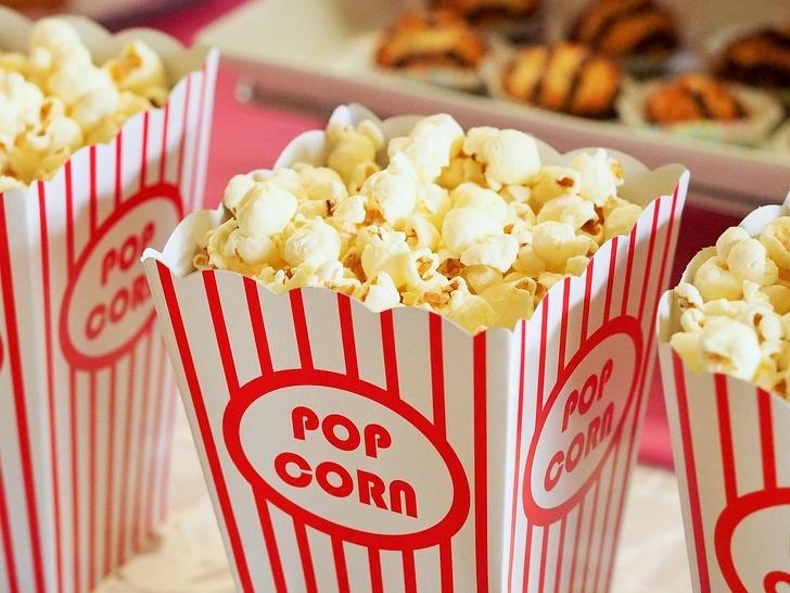 Bỏng ngô bán tại các rạp chiếu phim thường có giá đắt đỏ hơn rất nhiều bỏng ngô các nơi khác. Ảnh minh họa: Pixabay.
