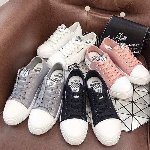 Giày Passo G071 có nhiều gam màu, hồng nhạt là gợi ý cho những cô nàng cá tính, thích dịch chuyển. Phần đế làm bằng cao su tổng hợp với phần rãnh chống trơn trượt.