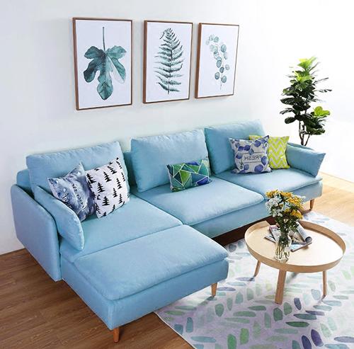 Ghế sofa xanh nhạt công nghệ châu Âu tương thích với những mảng tường trắng.Sofa K800kích thước gọn, nệm ghế ngồi có thể tháo rời. Áo gối và áo bọc nệm tháo ra giặt được nên tiện lợi cho việc vệ sinh. Sản phẩm đang giảm 11% trênShop VnExpress, còn 16,9 triệu (giá gốc18.988.764 đồng).