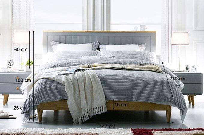 Giường đôi Rora - Grey làm từ gỗ cao su, thiết kế theo phong cách Hàn Quốc. Mặt phản giường chắc chắn, chân tròn thon gọn, chịu lực lớn. Màu sắc ấm áp của gỗ và lớp sơn màu xám dịu nhẹ như đưa thiên nhiên vào phòng ngủ của bạn. Sản phẩm đang giảm 35%, còn 10,29 triệu đồng (giá gốc 15,84 triệu đồng).