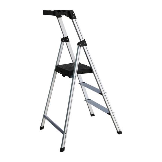 Thang có 3 bậc, chiều cao mỗi bậc 28 cm, chiều cao bậc trên cùng là 81.2cm, chiều cao gấp gọn là 85cm, độ rộng chân thang là 52cm, phù hợp với nhiều không gian sử dụng. Thang nặng 3,2 kg, chịu được tải trọng 90kg. Khung thang và các bậc ghế làm từ nhôm, chống gỉ, các nút bịt chân thang bằng nhựa ABS chống trượt, tay vịn được thiết kế thêm khay đồ. Sản phẩm sản xuất theo công nghệ Nhật Bản, đạt tiêu chuẩn an toàn châu Âu EN131, đang được giảm giá 27%, còn 950.000 đồng, bảo hành 18 tháng.