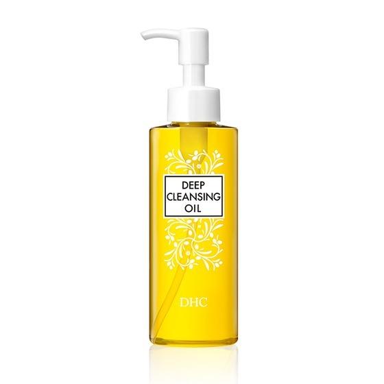 Dầu tẩy trang Olive DHC Deep Cleansing Oil dung tích 120 ml có giá 455.000 đồng. Sản phẩm làm sạch sâu,giúp rửa sạch các lớp trang điểm, đánh bay bụi bẩn, bã nhờn cũng như tế bào chết màkhông gây trơn, nhờn sau khi sử dụng, phù hợp với mọi loại da và độ tuổi. Khi tiếp xúc và quyện với nước, dầu chuyển sang màu trắng đục, dùng tay massage nhẹ dung dịch lên da mặt trong 20 giây và rửa sạch với nước.
