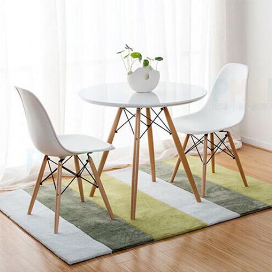 Bộ bàn tròn Eiffel trắng 2 ghế phù hợp với nhiều phong cách nội thất, nhất là những nơi có diện tích nhỏ, thích hợp để tiếp khách, làm bàn trà, bàn ăn... trong văn phòng, gia đình hoặc quán cafe. Mặt bàn làm từ gỗ MDF, chống thấm tốt, dễ lau chùi. Mặt ghế làm từ nhựa PP mờ, màu sắc đa dạng. Bộ khung chân làm từ gỗ tự nhiên, kết cấu sắt đan chéo, sơn tĩnh điện tạo sự chắc chắn và gợi hình ảnh của tháp Eiffel. Bộ sản phẩm đang được giảm giá 48%, còn 2,472 triệu đồng. Ngoài kích thước 80 cm, bàn còn có kích thước 60 và 70 cm.
