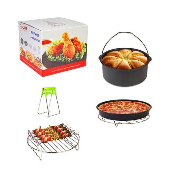 Bộ phụ kiện bếp 5 món của Galuz có giá ưu đãi 30% trên Shop VnExpress, giả, còn 350.000 đồng (giá gốc 500.000 đồng). Bộ sản phẩm gồm: khuôn nướng bánh chống dính, cóquai cầm để dễlấyra khỏi nồi;khay nướng chống dính dùng làm bánhpizza, hoặc có thể dùngchiênthực phẩm; vỉ nướng dẹt; vỉ nướng thị xiên haitầng và đồ gắp vỉ. Bộ dụng cụ gọn, nhẹ làm từ chất liệu thép phủ chống dính và inox, an toàn với sức khỏe người dùng, thích hợp sử dụng cùng nồi chiên không dầu của Galuz.