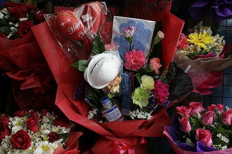 Bó hoa chống nCoV của Mary Jane. Ảnh:wsoctv.