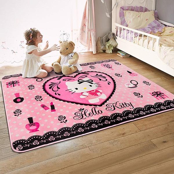 Thảm nhung Hello Kitty khổ lớn TSN41 có kích thước 1,2 m x 1,6 m. Thảm trang trí làm từ sợi nhung cao cấp, mặt đếlàm từ cao su chắc, bền, chống trơn trượt. Chất liệu nhung mềm mại, mịn, không gây ngứa ngáy, thích hợp dùng làm thảm trải cho trẻ em ngồi chơi. Vệ sinh thảm thường xuyên bằng xà phòng và bàn chải, lưu ý chà nhẹ để không làm tổn hại bề mặt thảm. Sản phẩm có giá 460.000 đồng, giảm 21% so với giá gốc.
