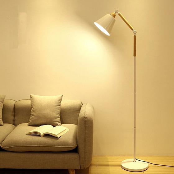 Đèn đứng trang trí nội thất Furnist DC003 có thể điều chỉnh độ cao, thấp, thay đổi hướng ánh sáng linh hoạt mà không cần phải di chuyển chân đế hay vị trí lắp đèn. Đèn sàn sử dụng bóng đèn Ledchống cận, có định hướng ánh sángtốt, giúp ánh sáng phản chiếutập trung, không bị lãng phí. Công nghệ phun sơn tĩnh điện khô, bảo vệ môi trường, chống oxi hóa cho thân đèn. Tuổi thọ của đèn cây dài hơn nhờ lớp sơn tĩnh điện,không bị ảnh hưởng nhiều từ tác động môi trường, thời tiết. Thân đèn chia làm nhiều đốt ngắn,thuận lợi cho việc di chuyển và cất giữ. Sản phẩm có giá ưu đãi trên Shop VnExpress, giảm còn 1,633 triệu đồng.