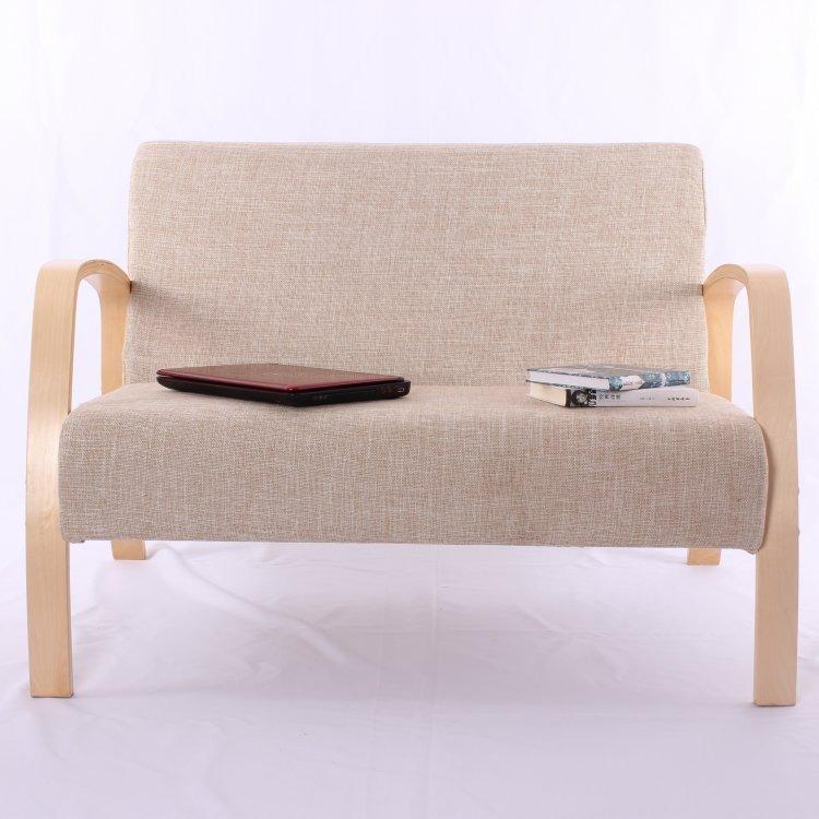 Sofa đôi thương hiệu Normandy được nhập khẩu nguyên chiếc. Khung ghế làm từ gỗ Bạch Dương, đệm bọc bằng vải cotton mềm mại, chống bụi. Chất liệu vải thoáng khí, không gây nóng, bí khi ngồi, ít bám bụi, hạn chế phai màu. Chân sofa có cấu tạo chắc chắn, chống trượt và chịu được trọng lượng lớn, đảm bảo an toàn khi ngồi, Khung gỗ tự nhiên cứng cáp,cân bằng và ổn định tốt, giúp ghế đứng vững trên các mặt phẳng, không bị chông chênh, rung lắc. Màu sắc sản phẩm trang nhã, kiểu dáng tối giản, phù hợp với nhiều không gian sống. Sofa đôi có giá 3,49 triệu đồng, giảm 21% so với giá gốc.