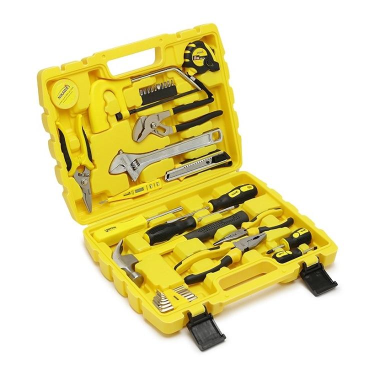 Bộ dụng cụ 35 món Nikawa NK-BS035 chứa nhiều chi tiết phù hợp cho bạn sử dụngđa dạng mục đích. Các dụng cụ được sắp xếp khoa học trong hộp có tay cầm. giúp bạn dễ dàng di chuyển và cất giữ. Hầu hết các chi tiết trong bộ dụng cụđều được làm từ thép cứng khônggỉ. Tay cầm làm từnhựa ABS bền chắc,chống trơn trượt, an toàn cho người dùng. Bộ sản phẩm đang có giá ưu đãi 21% trên Shop VnExpress, giảm còn 750.000 đồng (giá gốc 950.000 đồng).
