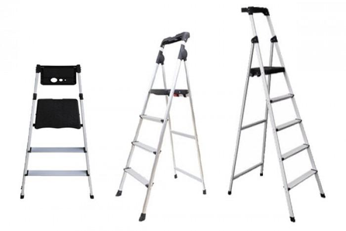 Thang ghế 3 bậc Nikawa NKP-03 có kết cấu chắc chắn. Chất liệu nhôm cho độ bền cao. Thang chống gỉ sét, được sản xuất theo công nghệ Nhật Bản, đạt tiêu chuẩn an toàn châu Âu EN131, hiệu suất kỹ thuật đạt đến trình độ cao. Thiết kế thang đẹp mắt, trọng lượng vừa phải, phù hợp cho chị em phụ nữ và người lớn tuổi sử dụng. Các nút bịt chân thang bằng nhựa ABS bền chắc, chống trượt, giúp chân thang bám vào mặt đất dễ dàng hơn,bảo vệ sàn nhà khỏi trầy xước khi tiếp xúc với kim loại.Tay vịn được thiết kế thêm khay đồ tiện lợi. Sản phẩm có giá 950.000 đồng, giảm 27% so với giá gốc.