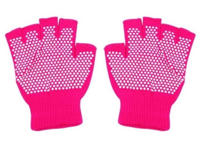 Bao tay tập yoga thiết kế dạng 5 ngón rời, đính các hạt nhựa dẻo dưới lòng bàn taychống trượt, giúp massage bàn tay khi tập. Chất liệu thun sợi dệt co giãn và thấm hút mồi hôi. Có thể dùng như bao tay che nắng thông thường khi ra ngoài đểgiữ tay không bị nứt, lạnh... Sản phẩm gồm 5 màu sắc cho bạn lựa chọn: hồng, tím, xám, đen, xanh dương.