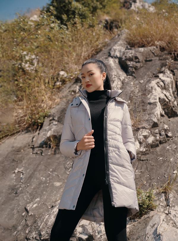 Áo jacket 3 lớp màu ghi xám HeraDG - WJK19012 được may từ chất liệu mềm nhẹ, kiểu dáng đơn giản, nhiều túi đựng đồ, mũ có thể tháo rời. Sản phẩm có các size S, M, L, XL, giảm 50% còn 634.000 đồng.