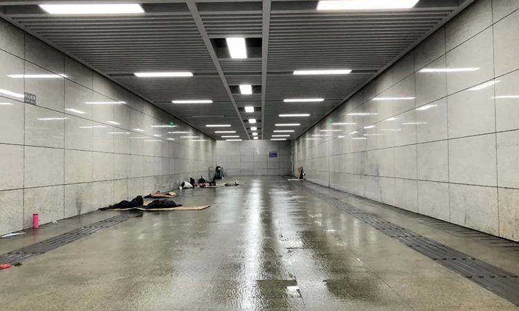 Đường hầm dành cho người đi bộ ở quận Vũ Xương, Vũ Hán - nơi Cao Cường và 10 người khác đang tá túc qua ngày. Ảnh: qq.