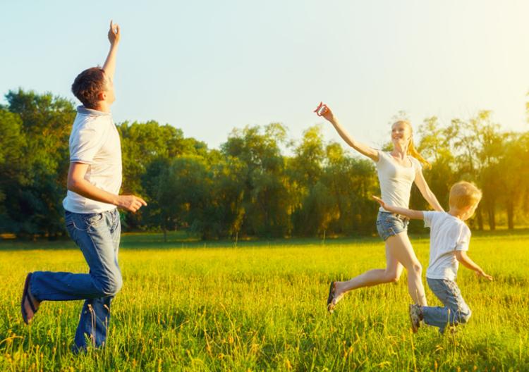 Buông bỏ muộn phiền, sống vui vẻ mỗi ngày là điều chuyên gia khuyên mọi người.