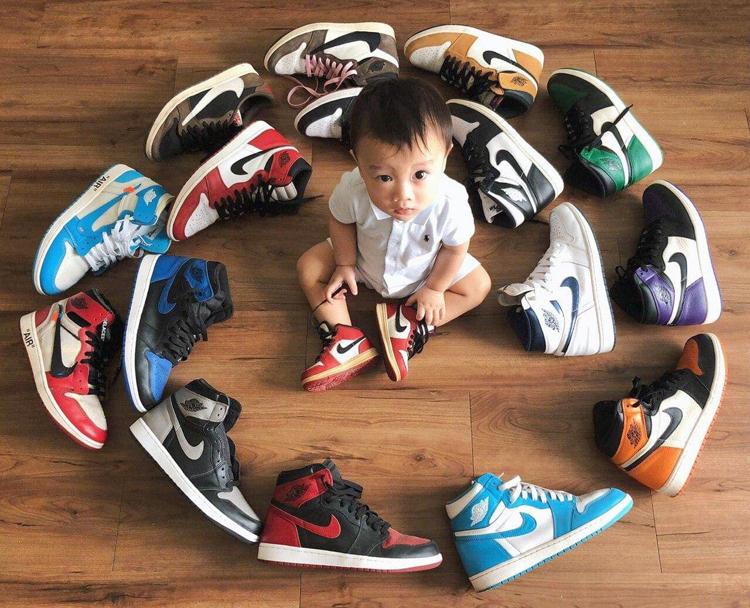 Bộ sưu tập Jordan 1 của Nghĩa. Con trai anh đangmang đôi Jordan 1 màu Chicago, là một trong những đôi sneaker biểu tượng nhất trong lịch sự dòng giầy này. Ảnh: Nhân vật cung cấp.