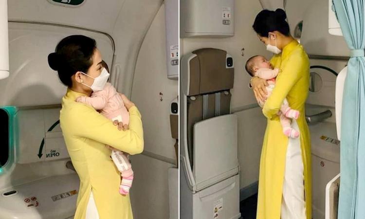 Tiếp viên trưởng Lưu Phương Anh tiếp hai hành khách nhí trở vì từ Đức vì lo sợ dịch,trên chuyến bay ngày 10/3. Ảnh: Nhân vật cung cấp.