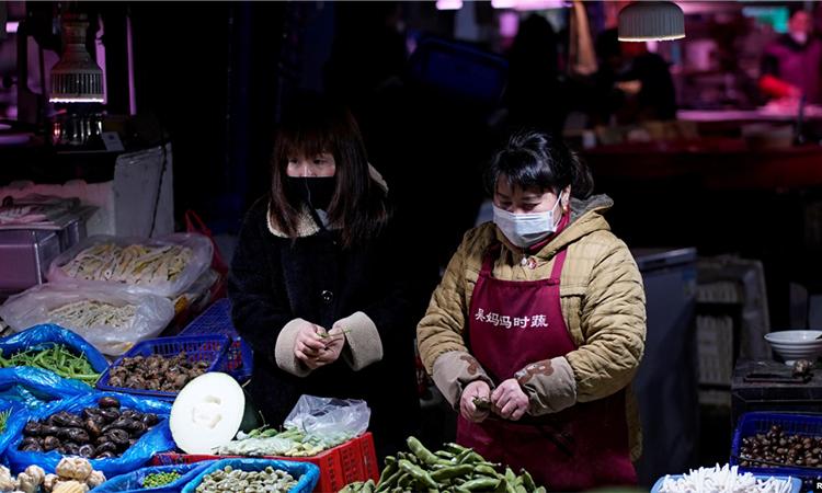 Giá cả thực phẩm tại Vũ Hán tăng lên nhiều so với thời điểm trước khi dịch bùng phát khiến cuộc sống của nhiều người gặp khó khăn. Ảnh: ettoday.