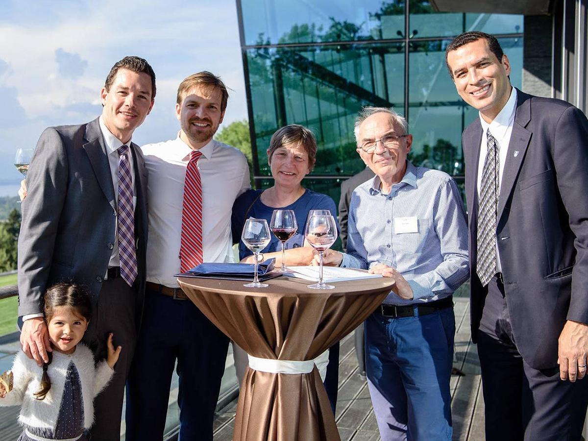 Ông Guido Vanham (thứ hai từ phải qua) cùng con trai Peter Vanham (thứ hai từ trái qua). Ảnh: Gia đình cung cấp.