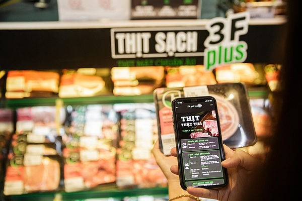 Khi mua thịt sạch 3F Plus, người tiêu dùng có thể truy xuất nguồn gốc toàn chuỗi.