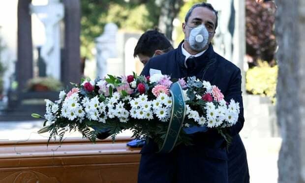 Những đám tang bất thường ở Italy