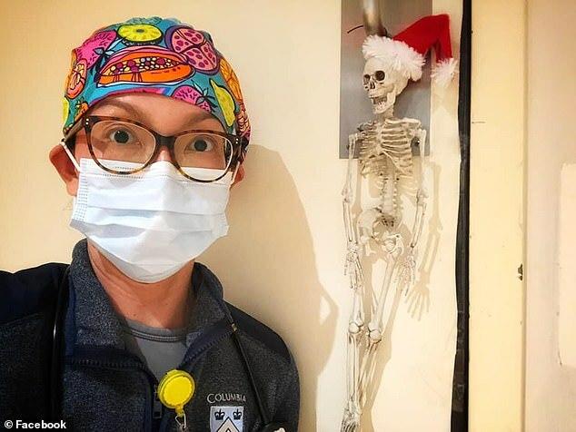 Bác sĩ Au đã cùng chồng tìm người phó thác chăm hai con trong trường hợp họ không thắng được dịch bệnh. Ảnh: FacebookMichelle Au.