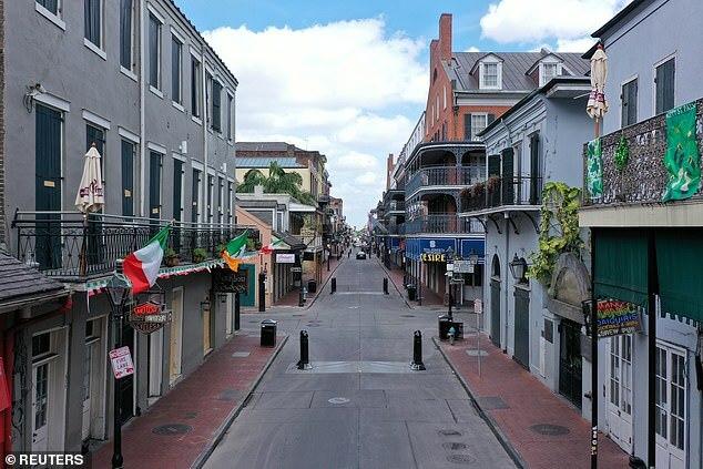Phố Bourbon ở New Orleans vắng vẻ khi phải thành phố phải phong tỏa để ngăn dịch Covid-19. Ảnh: Reuters.
