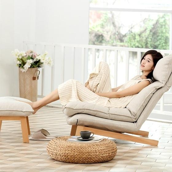 Sofa thư giãn Muji giá 6.250.000đ 5.250.000đ (-16%)Tên sản phẩm : Sofa thư giãn Muji  Bộ sản phẩm gồm có : Ghế lớn, đôn  Chất liệu khung chân : Gỗ sồi  Chất liệu khung đệm : Thép cứng, ray chốt nghiêng  Chất liệu đệm : Sợi bông tự nhiên, vỏ vải thô  Kích thước ghế lớn : 100(dài)*93(cao)*74(rộng)CM  Kích thước ghế đôn : 43(rộng)*68.5(dài)*38(cao)CM  Sofa thư giãn Muji với thiết kế hoàn toàn mới 2019 mang đậm chất thiền Nhật Bản.  Sản phẩm có khung bằng gỗ sồi, khớp gập của hãng Hiraki rất bền.  Phong cách thiết kế tối giản, đệm lưng hai lớp có thể điều chỉnh linh hoạt. Gối tựa đầu cũng có khớp gập để đạt được tư thế nghỉ ngơi thoải mái nhất cho người dùng.  Sản phẩm chất lượng cao, vỏ đệm bằng vải thô màu beige tự nhiên, chống bụi, thông thoáng tạo cảm giác dễ chịu thích hợp trong nhiều điều kiện thời tiết khác nhau.  Giá 5tr250k/bộ bao gồm ghế sofa và đệm gác chân.  Bảo hành sản phẩm 1 năm tại nhà. Miễn phí vận chuyển lắp đặt.