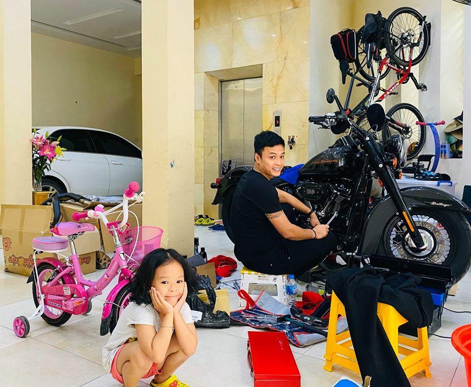 Diễn viên Hồng Đăng chia sẻ hình ảnh ở nhà mùa dịch.