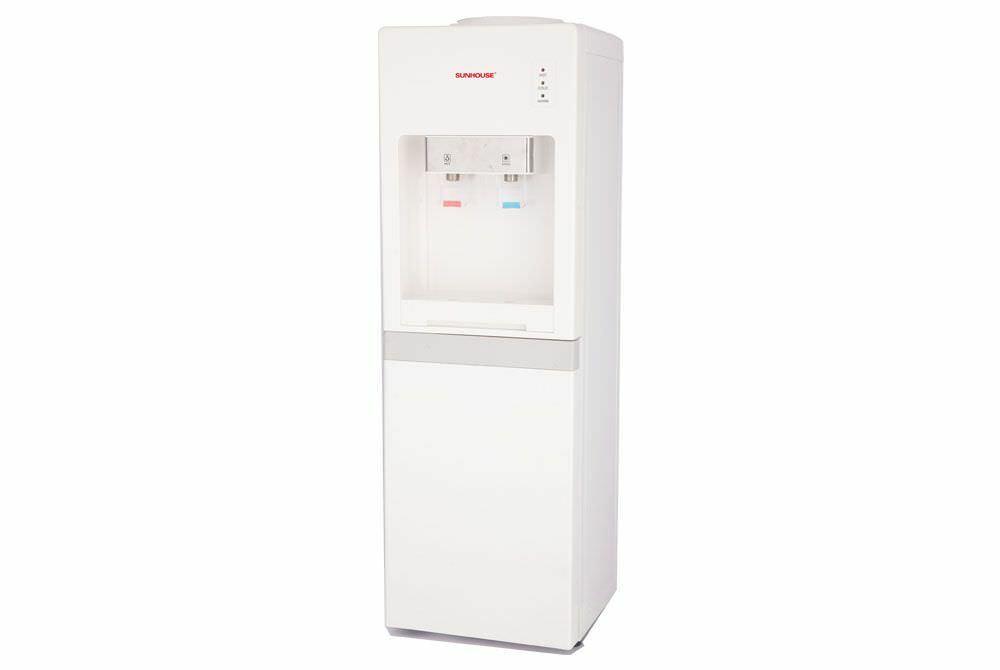 Cây nước nóng lạnh có tông trắng sang trọng, thích hợp trang trí phòng khách hay góc bếp.