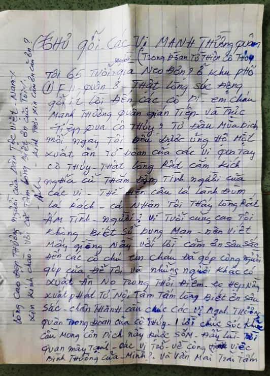 Lá thư cám ơn của một phụ nữ làm nghề rửa chén thuê gửi nhóm chị Tiên vì bà đã được những phần ăn trong 10 ngày qua. Ảnh: Huỳnh Tiên.