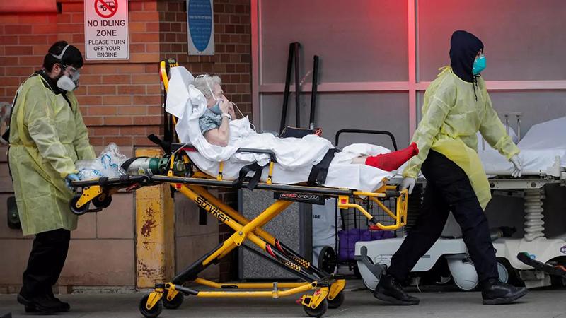 Mỹ đang là quốc gia có số người nhiễm và tử vong vì Covid-19 cao nhất thế giới. Ảnh: AP.