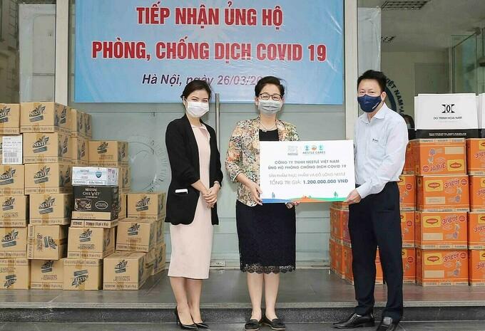 Nestlé Việt Nam trao sản phẩm hỗ trợ công tác phòng, chống Covid-19 cho Hội Liên hiệp Phụ nữ Việt Nam - Hà Nội.
