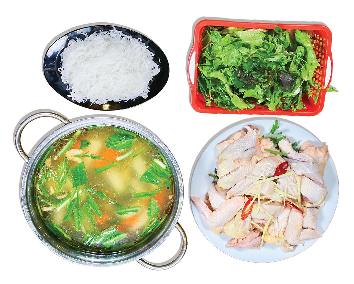 Lẩu gà ta với nước lẩu thơm đậm gừng xả, có vị ngọt của thịt gà, nấm. Thịt gà chặt miếng vừa ăn, rau nhúng gồm rau muống, ngải cứu, sà lách, rau thơm các loại, ăn kèm bún. Một set dành cho6 người có giá 485.000 đồng.