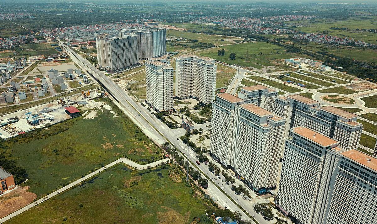 Những tòa chung cư nằm dọc theo đường Tố Hữu, quận Hà Đông, Hà Nội. Ảnh: Bá Đô.
