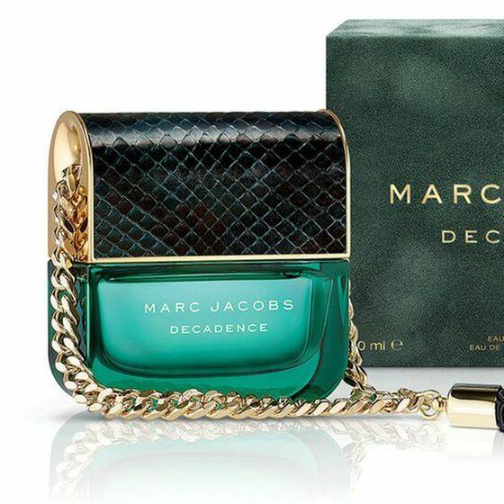 Nước hoa nữ Marc jacobs Decadence Spray Eau De Perfum 100 Ml 3.500.000đ1.750.000đ(-50%) Decadence sẽ là chai nước hoa tốt nhất cho những cô nàng nồng nàn, ngọt ngào và lãng mạn.  Với thiết kế như một túi xách màu xanh ngọc, nắp đậy có hoa văn, dây chuyền vàng gợi lên sự sang trong và quyến rũ. Đại diện quảng cáo cho nước hoa là Steven Meisel is Adriana Lima