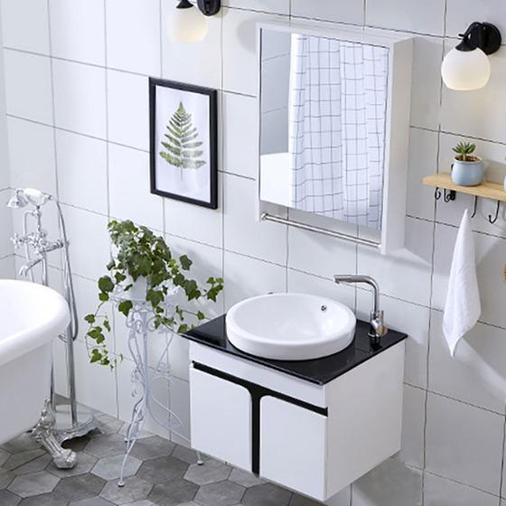 Bộ tủ, chậu, bàn đá, kệ gương Lavabo ZT-LV891 có thiết kế sang trọng, đẹp mắt, giúp bạn sắp xếp các vật dụng nhà tắm gọn gàng, tạo cảm giác phòng tắm rộng rãi, sạch sẽ hơn. Kệ gương đính kèm thanh inox treo khăn tiện lợi. Mặt bàn làm bằng đá granite màu đen, dễ dàng lau chùi. Bộ sản phẩm có giá 5,1 triệu đồng, giảm 29% so với giá gốc.