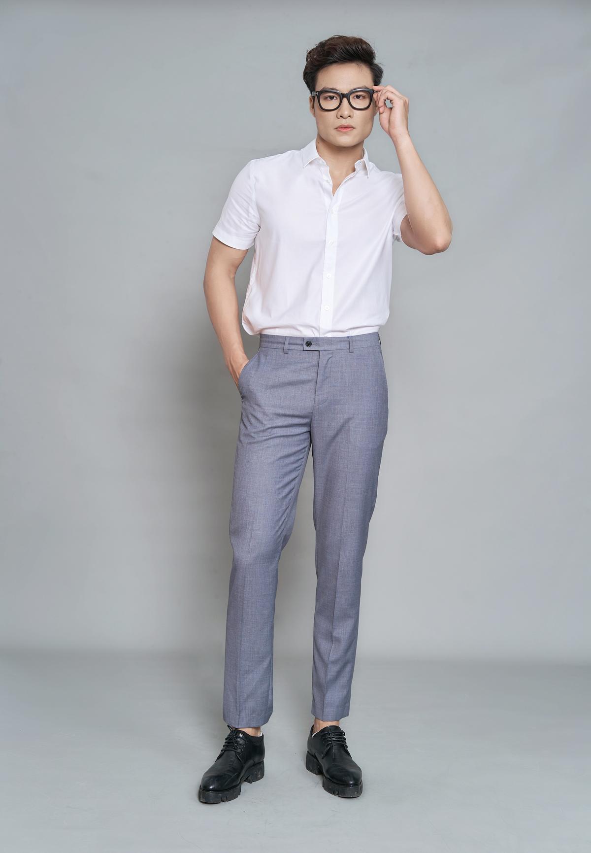 Quần âu nam màu 4 DGC - SQT1902M 665.000đ532.000đ(-20%) với thiết kế dáng ôm vừa phải gọn gàng và lịch lãm nhưng vẫn đảm bảo sự thoải mái tối ưu. Mặt vải dày dặn, ít nhăn nhàu, kháng bụi bẩn, ẩm mốc. Màu sắc trung tính, dễ dàng phối kết hợp cùng đa dạng các dáng áo.