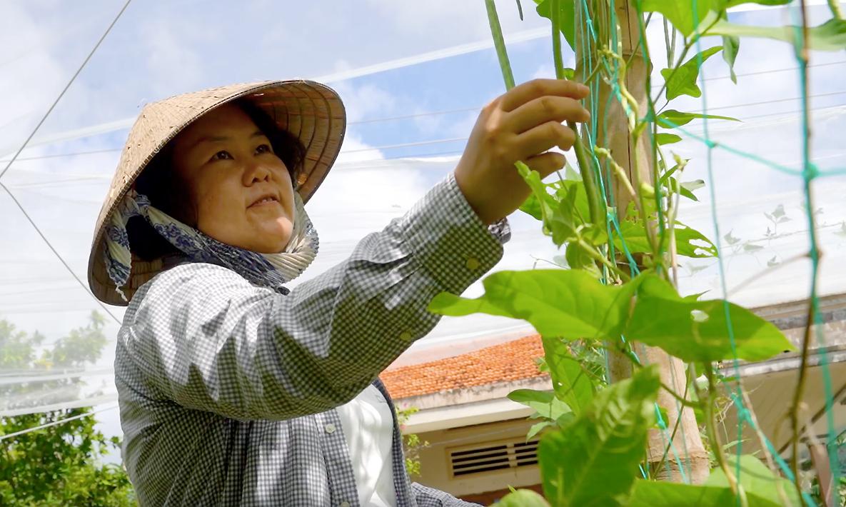 Mayu Ino - người Nhật, 23 năm làm nông cùng người Việt. Ảnh: Minh Quốc Hồ.