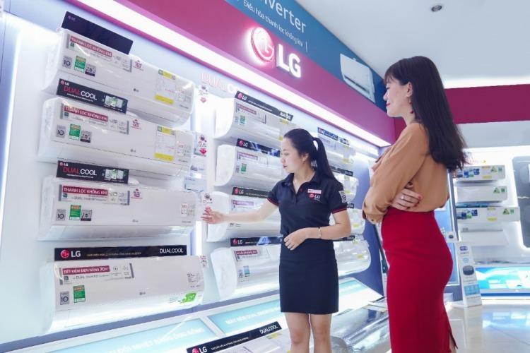 Dòng điều hòa lọc không khí của LG có bốn mã sản phẩm, hai mã điều hòa một chiều và hai mã điều hòa hai chiều, công suất lần lượt là 9.000 BTU và 12.000 BTU.