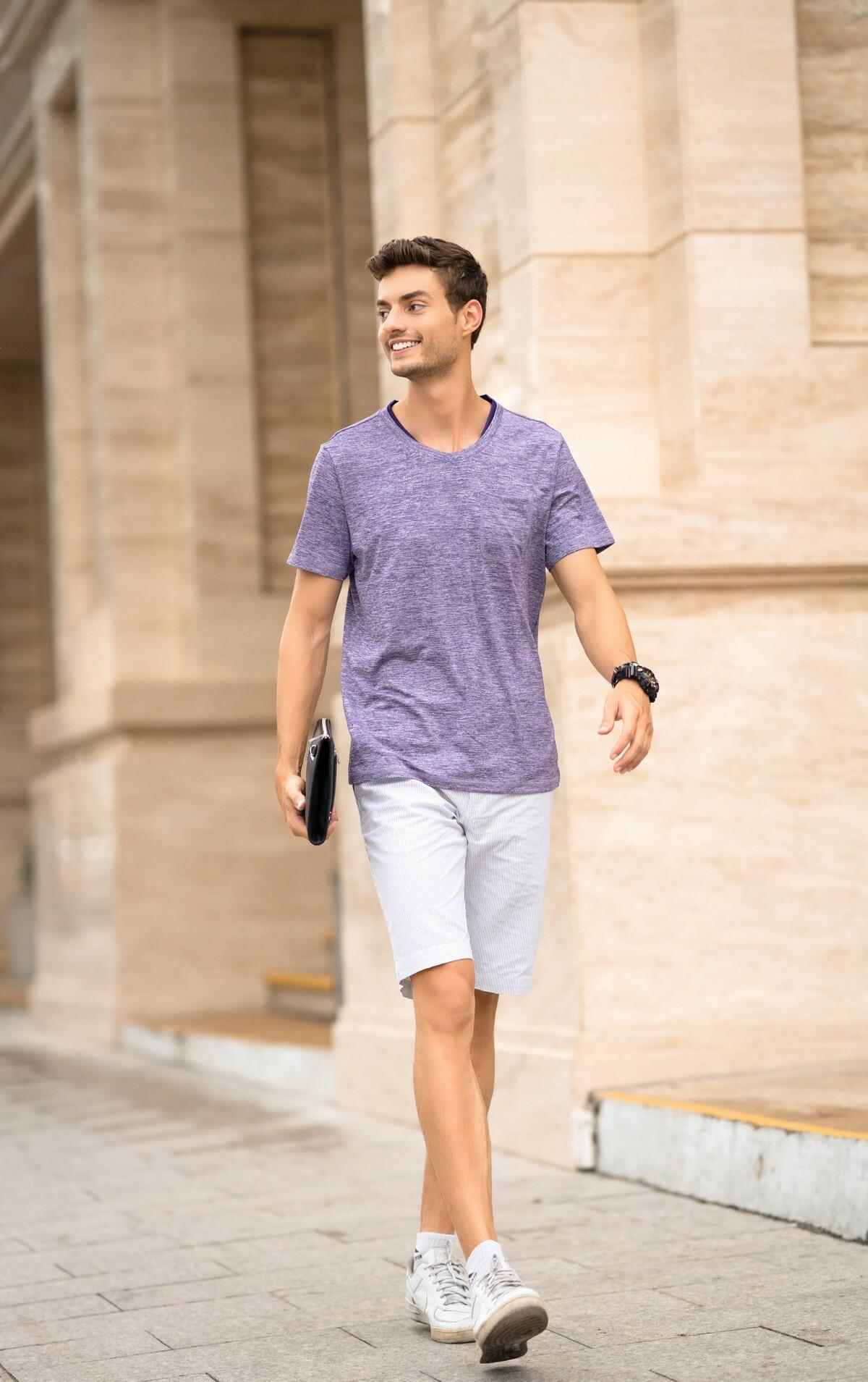 Áo phông nam ngắn tay DGC - SAT1905M giảm 20% còn 228.000 đồngco giãn, bền, thoáng mát, thấm hút mồ hôi, chống tia UV. Thiết kế tinh tế, đường may sắc nét, tạo hiệu ứng cuốn hút thị giác nhưng vẫn giữ vẻ nam tính, trẻ trung, năng động.