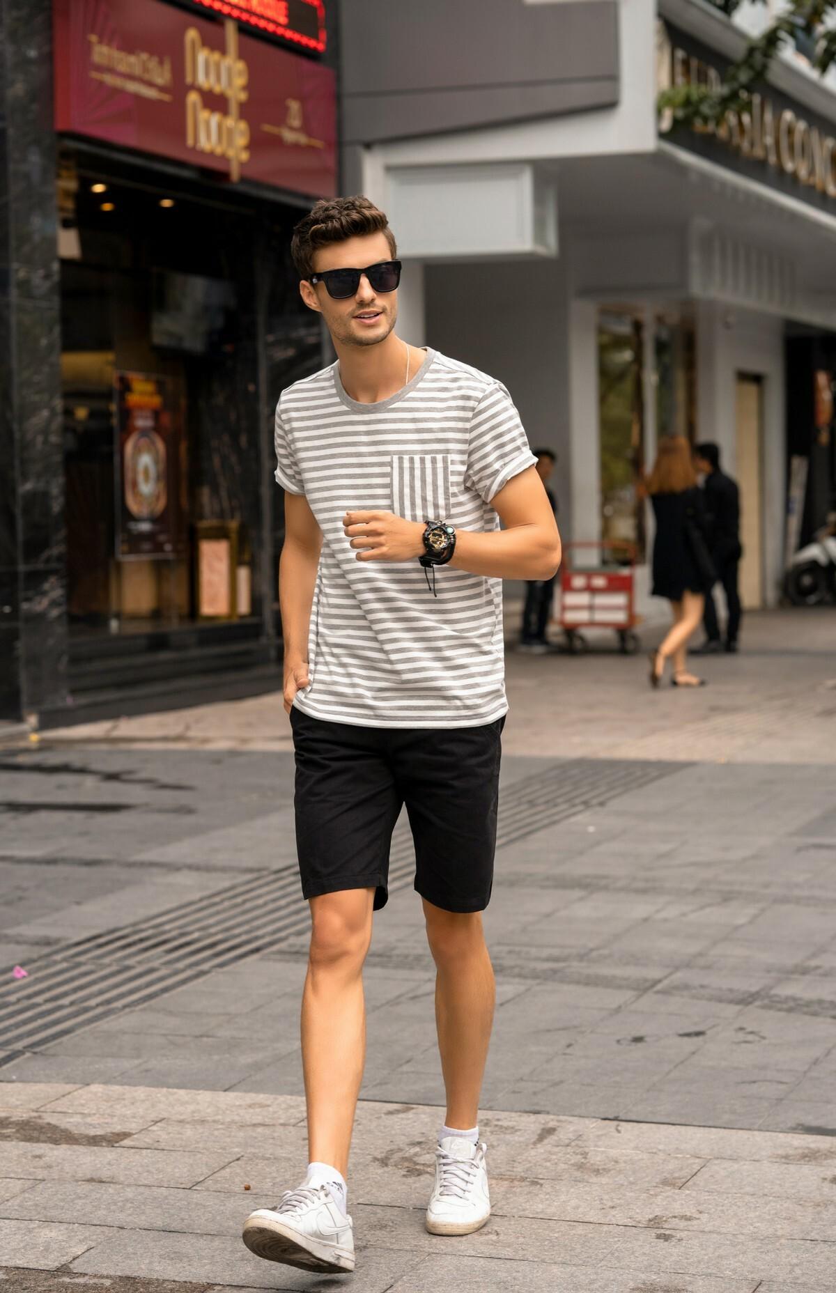 Áo thun nam ngắn tay DGC - SAT1901M giảm 20% còn 236.000 đồngthiết kế tinh tế, đường may sắc nét, tạo hiệu ứng cuốn hút thị giác nhưng vẫn giữ vẻ nam tính, trẻ trung, năng động.